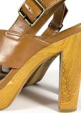 Коричневые босоножки на устойчивом каблуке, бежевые босоножки на каблуке6 фото