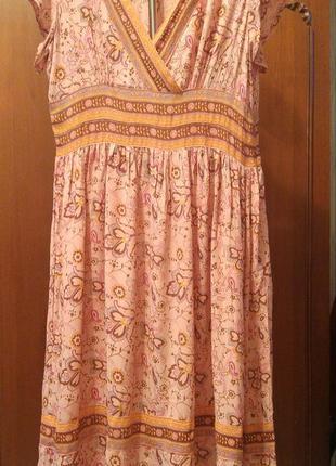 Симпатичное платье из вискозы.