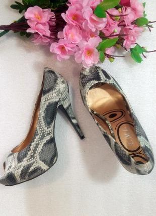 Крутые туфли лодочки на высоком каблуке открытый носок анималистический змеиный принт
