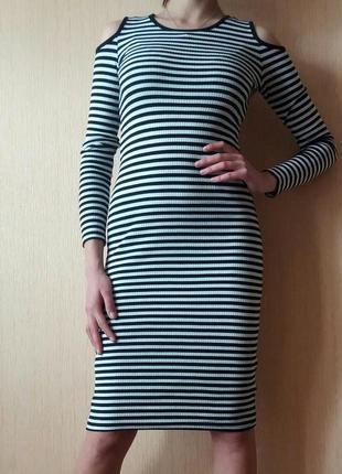 Распродажа! полоссатое платье миди в рубчик с открытыми плечами