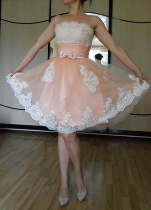 Нарядное, воздушное, пышное платье для девушки