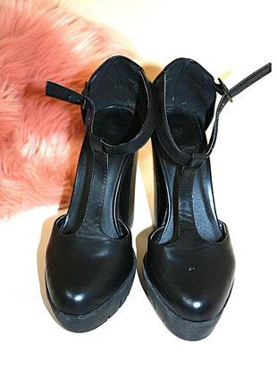 Черные туфли на толстом каблуке и тракторной подошве atmosphere 5\38р (к050)