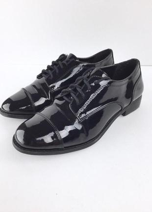 Стильные лаковые туфли броги оксфорды на шнуровке