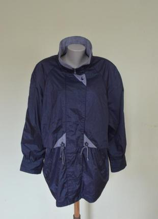 Очень красивая практичная курточка-ветровка3 фото