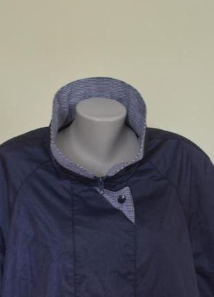 Очень красивая практичная курточка-ветровка4 фото