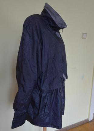 Очень красивая практичная курточка-ветровка5 фото