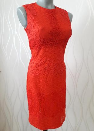 Супер красивое, шикарное платье с отделкой из красного гипюра.1 фото