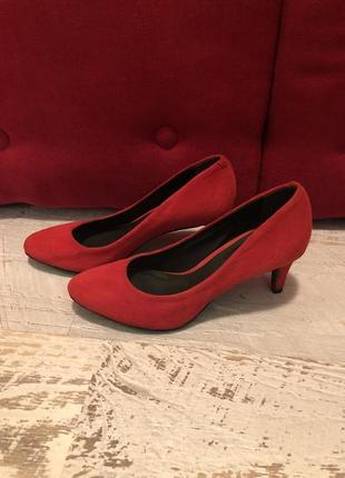 Новые натуральные фирменные туфли 36,37р.4 фото