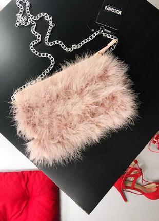 Невероятная сумка с перьями на цепочке клатч missguided5 фото