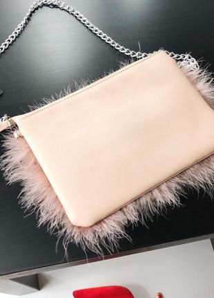 Невероятная сумка с перьями на цепочке клатч missguided6 фото