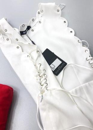 Невероятное платье с фигурной отделкой и шнуровкой по бокам missguided5 фото
