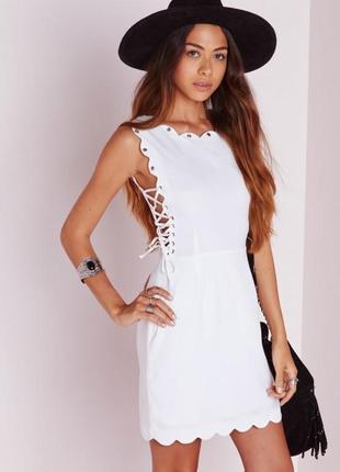 Невероятное платье с фигурной отделкой и шнуровкой по бокам missguided2 фото