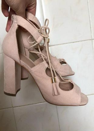 Бежевые босоножки туфли на шнуровке zara1 фото