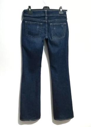 Современная модель, синие джинсы клеш от uniqlo, 29 р-р2 фото