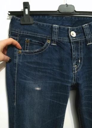 Современная модель, синие джинсы клеш от uniqlo, 29 р-р3 фото