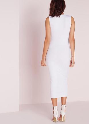 Стильное белое платье миди в рубчик с v вырезом missguided3 фото
