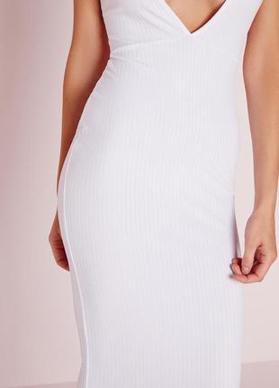 Стильное белое платье миди в рубчик с v вырезом missguided4 фото