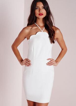 Стильное белое платье с фигурной отделкой missguided ms7661 фото