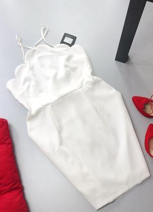 Стильное белое платье с фигурной отделкой missguided ms7665 фото