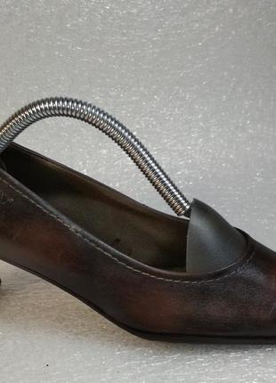Venturini фирменные кожаные туфли