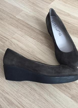 Туфли замшевые на платформе unisa 39 размер
