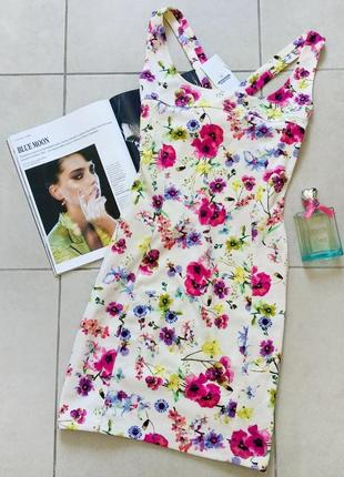 Платье в цветочный принт pull&bear