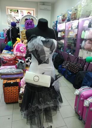 Черно-белое вечернее платье для выпускного бала.