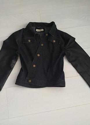 Джинсовая куртка кожаные рукава на пуговицах