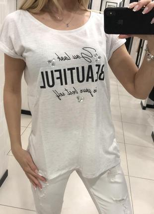 Белая футболка с принтом и камнями. mohito. размеры м и л.