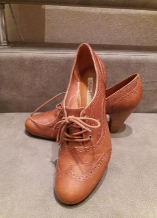 Рыжие туфли -бренд-buffalo--39р  кожа