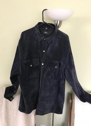 Темносиняя кожаная рубашка на заклепках