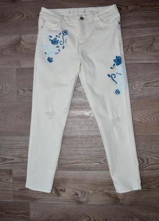 Стильные! укороченные джинсы clockhouse  с вышивкой. в идеале