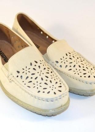 Комфортные бежевые туфли мокасины с перфорацией стелька кожа