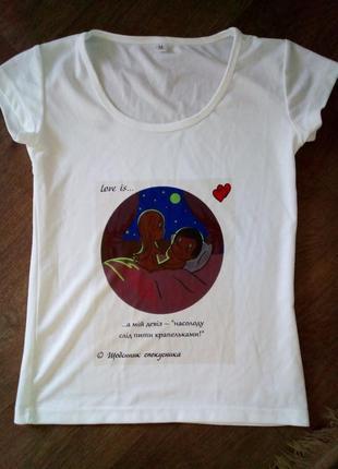 Белая футболка love is...