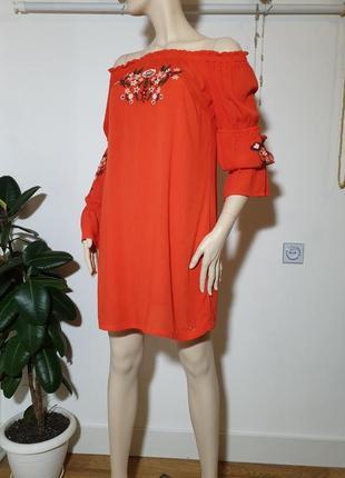 Стильное платье с вышевкой вискоза guess