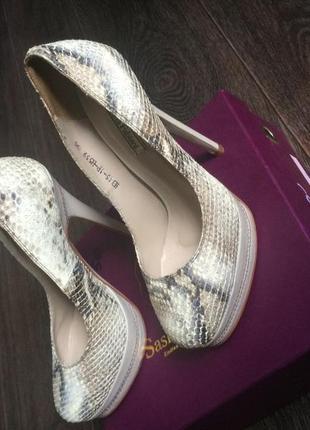 Продам туфли sasha fabiani недорого