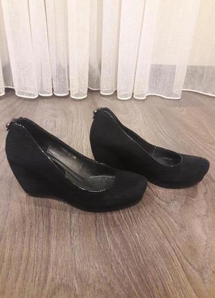 Туфли женские замшевые.