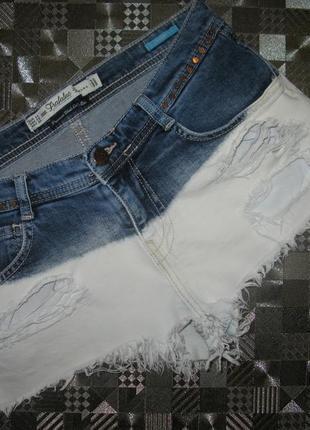 Крутейшие высветленные короткие джинсовые шорты zara c потертостями, разрывами xs-s