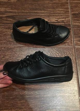 Женские кожаные спортивные туфли ессо р-36