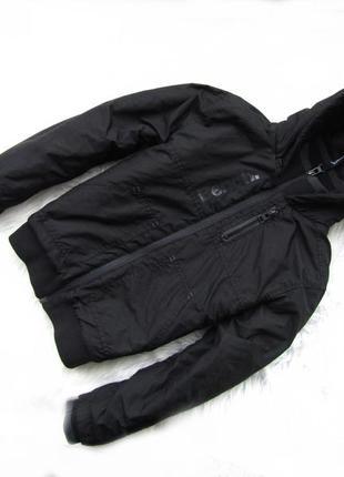 Стильная демисезонная  куртка  с капюшоном bench