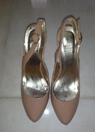 Лодочки лаковые туфли nude с открытой пяткой 38й