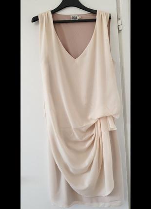 Платье эксклюзивного фасона для ежедневной и праздничной носки.