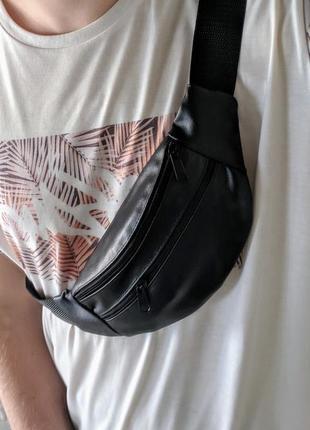 Стильная бананка натуральная кожа, сумка на пояс черная матовая кожа1 фото