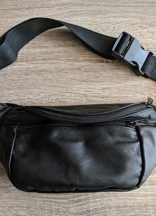 Большая бананка из натуральной кожи, стильная сумка на пояс черная матовая кожа8 фото