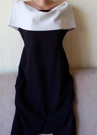 Платье с большим бело-серым воланом, р. 16