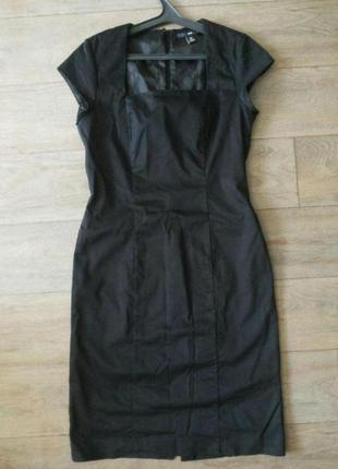 Платье с красивым вырезом на груди