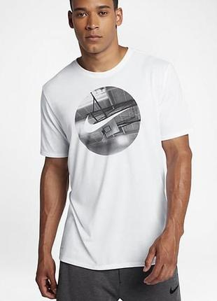 Белая футболка от nike