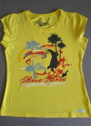 Ярко-желтая футболка