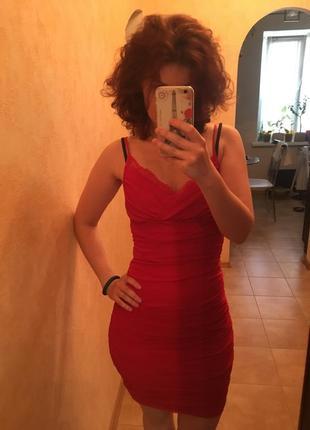 Красное платье по фигуре