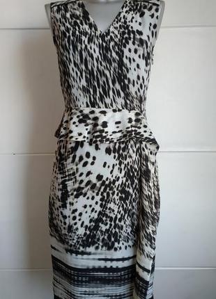 Очаровательное платье -футляр marks&spencer с воланом